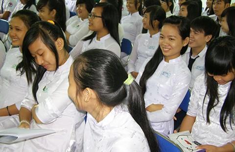 Nhân Ngày dân số Thế giới 11-7: BS lo lắng cho bà mẹ tương lai - ảnh 1