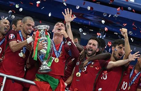 Giọt nước mắt hạnh phúc của Ronaldo - ảnh 1