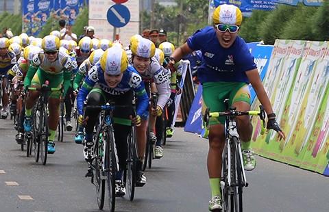 Giải đua xe đạp nữ TH An Giang 2016: Nguyễn Thị Thật không có đối thủ - ảnh 1