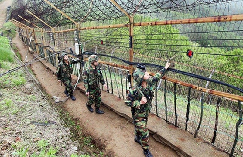 Đưa súng hạng nặng vào vùng phi quân sự Triều Tiên - ảnh 1
