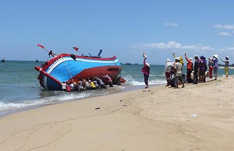 Quảng Ngãi: Tai họa biển bồi, ngư dân khốn đốn - ảnh 1