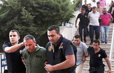 Thổ Nhĩ Kỳ thanh trừng trong ngành giáo dục và báo chí - ảnh 1