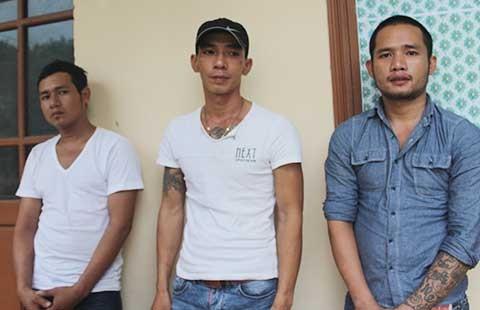 Ba người 'xin' ở lại trụ sở công an(?) - ảnh 1