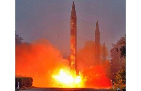 Lần đầu tiên tên lửa Triều Tiên rơi vào vùng biển Nhật - ảnh 1