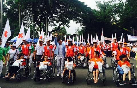 Hơn 5.000 người đi bộ vì nạn nhân da cam - ảnh 1