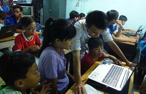 Lính biên phòng dạy lễ nghĩa cho trẻ nhập cư  - ảnh 1