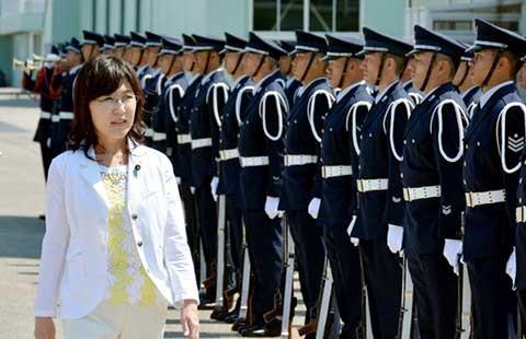 Nữ bộ trưởng Nhật khéo léo tránh khởi đầu sóng gió - ảnh 1