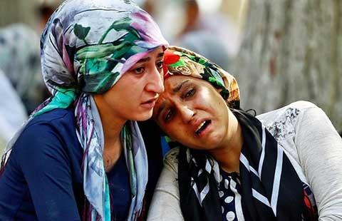 Đánh bom tự sát trong đám cưới, 50 người chết - ảnh 1