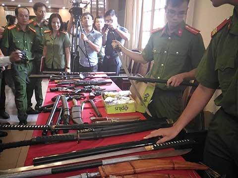 Có nên tăng quyền sử dụng súng cho CSGT? - ảnh 1