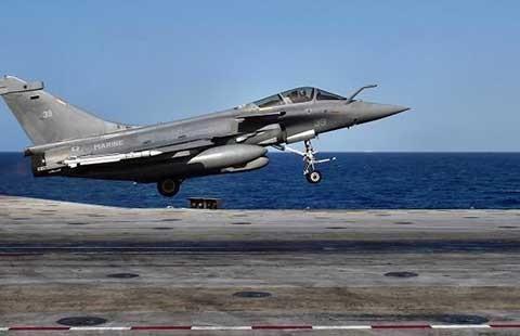 Máy bay Pháp đánh thẳng vào trung tâm chỉ huy IS - ảnh 1
