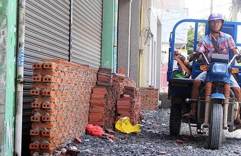 Bơm chống ngập ở đường Kinh Dương Vương - ảnh 1