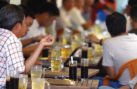 Người Sài Gòn ngồi quán - ảnh 1