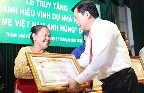 Tri ân các bà mẹ Việt Nam anh hùng - ảnh 1