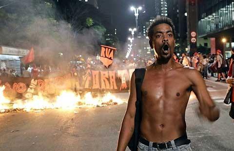Biểu tình ở Brazil ủng hộ tổng thống bị phế truất - ảnh 1