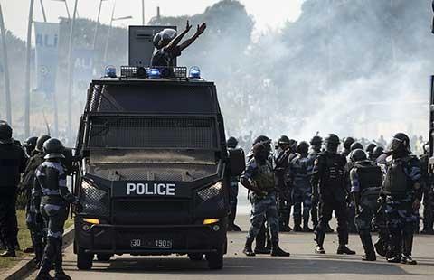 Hàng ngàn người biểu tình đòi Tổng thống Gabon ra đi - ảnh 1