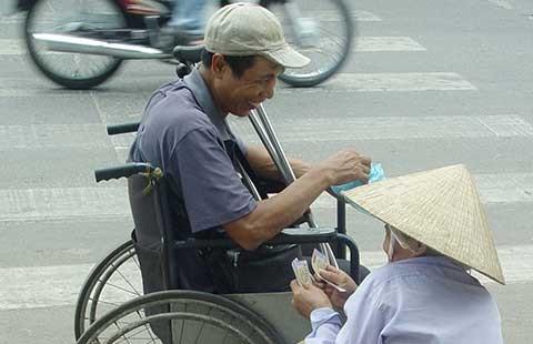 Ninh Thuận phạt oan người bán vé số dạo! - ảnh 1