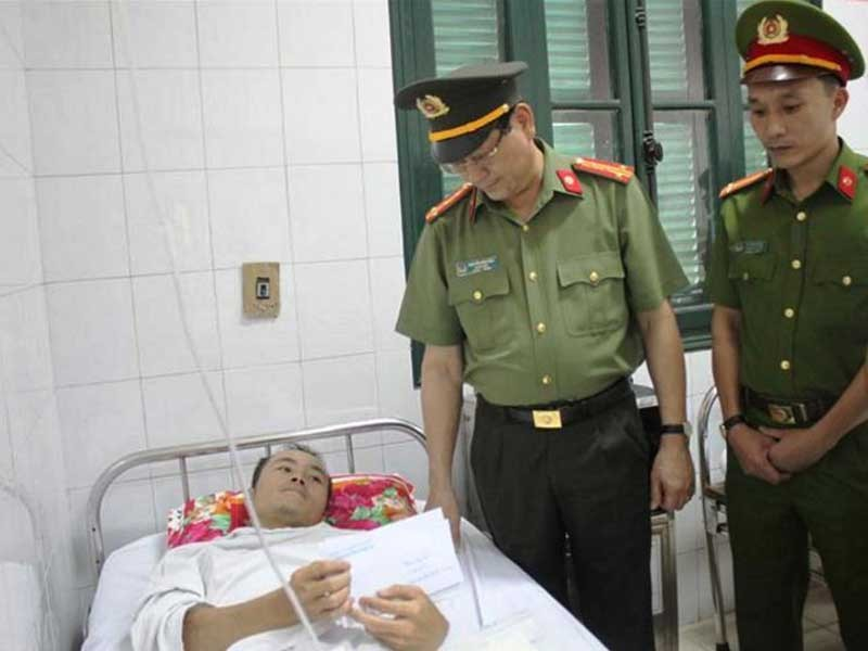 Truy bắt người Lào bắn trung úy công an Việt Nam - ảnh 1