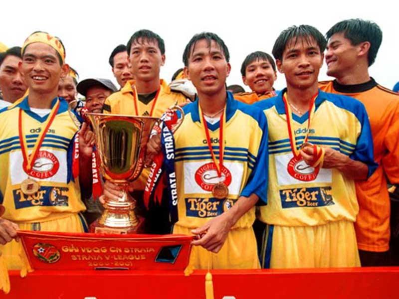16 năm chuyên nghiệp, bóng đá Việt Nam thu hoạch gì? - ảnh 1
