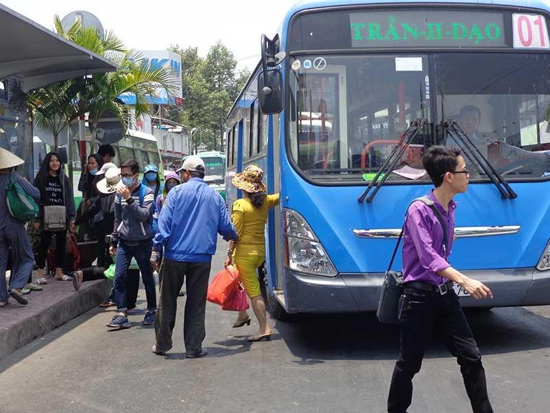 Lo chạy vốn làm xe buýt sạch - ảnh 1