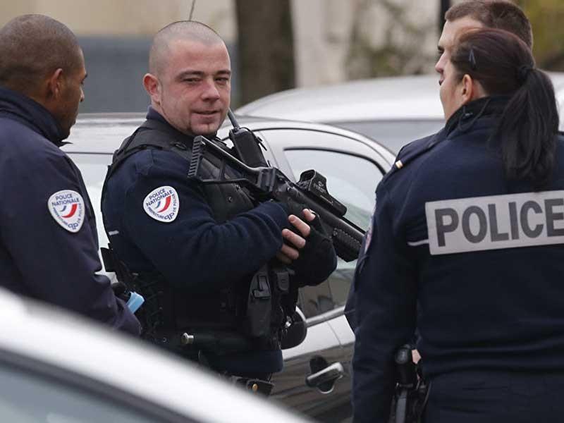 Pháp điều động binh sĩ và cảnh sát bảo vệ trường học - ảnh 1