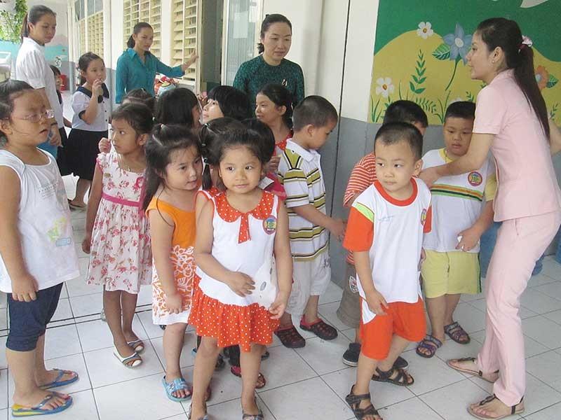 Hàng trăm giáo viên TP.HCM dạy không lương hơn một năm - ảnh 1