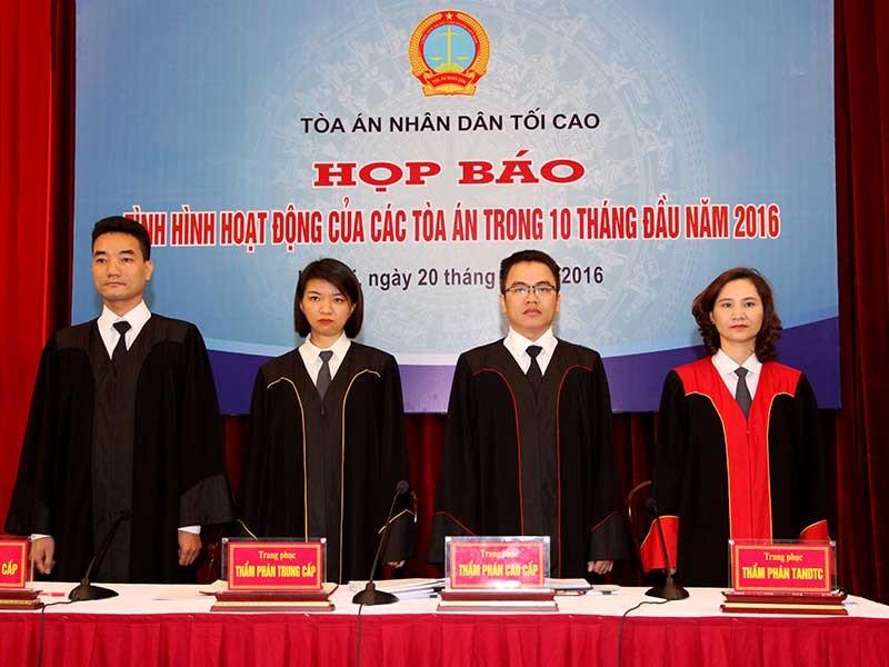 Ngày đầu tiên thẩm phán TAND Tối cao mặc áo thụng - ảnh 1