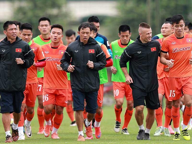 HLV Hữu Thắng sắp loại 4 cầu thủ - ảnh 1