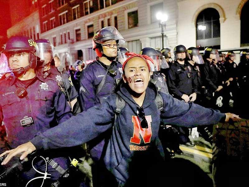 Nhiều cuộc biểu tình phản đối ông Trump - ảnh 1