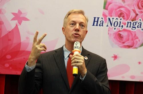 Đại sứ Mỹ muốn dạy học ở Việt Nam - ảnh 1