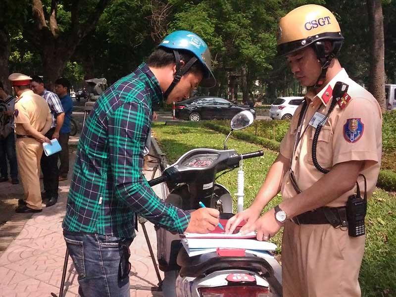 Đi xe máy không chính chủ chưa hẳn bị phạt - ảnh 1
