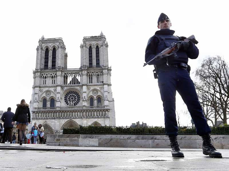 Bảo vệ các nhà thờ Công giáo trước nguy cơ khủng bố  - ảnh 1