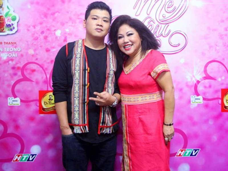 Mẹ con ca sĩ Siu Black cùng trở lại sân khấu  - ảnh 1
