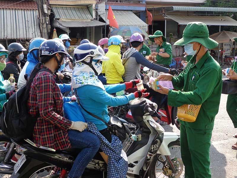 Người dân đổ về Sài Gòn chuẩn bị đi làm - ảnh 1