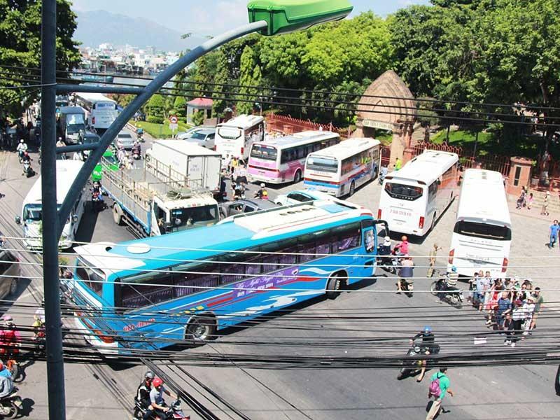 Nha Trang kẹt cứng vì quá đông xe du lịch - ảnh 1