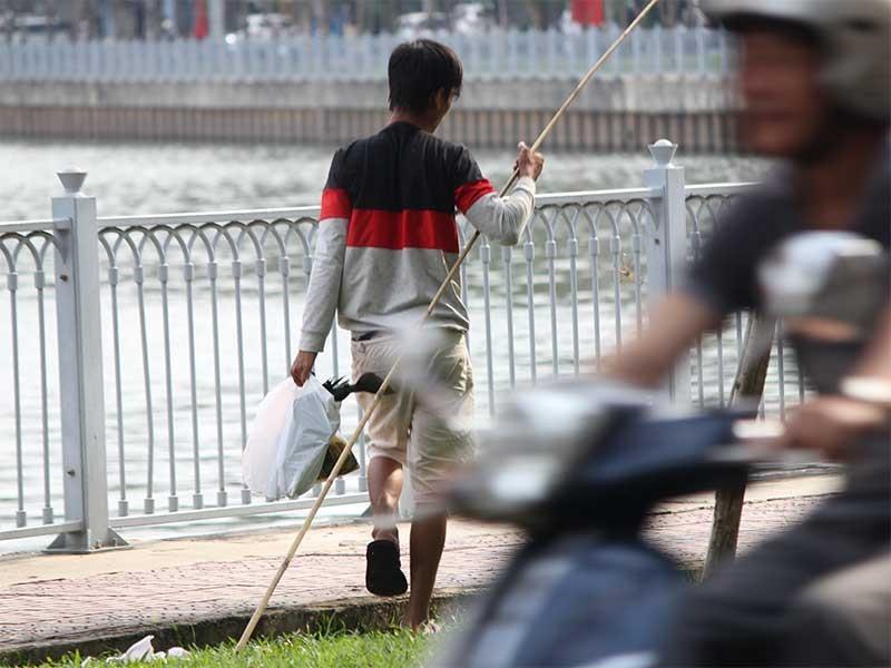 Nạn câu cá tái diễn ở kênh Nhiêu Lộc  - ảnh 2