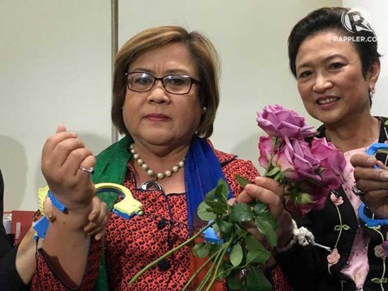 Nữ nghị sĩ chống ông Duterte lo mình sắp bị bắt - ảnh 1