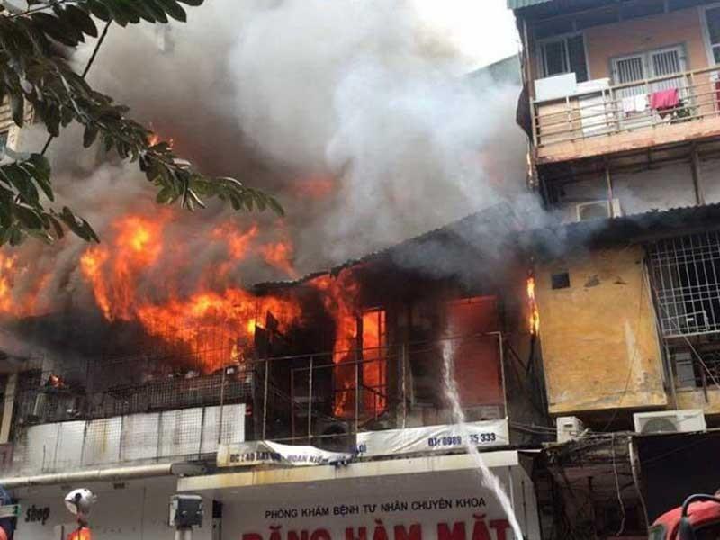 Cháy nhà trên phố cổ Hà Nội, 1 người tử vong - ảnh 1