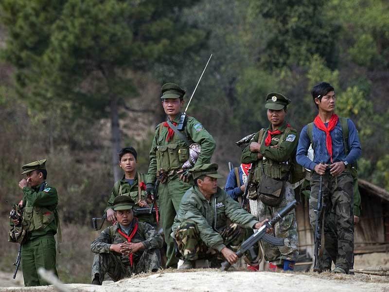 Myanmar giao tranh ác liệt, dân chạy nạn qua Trung Quốc - ảnh 1