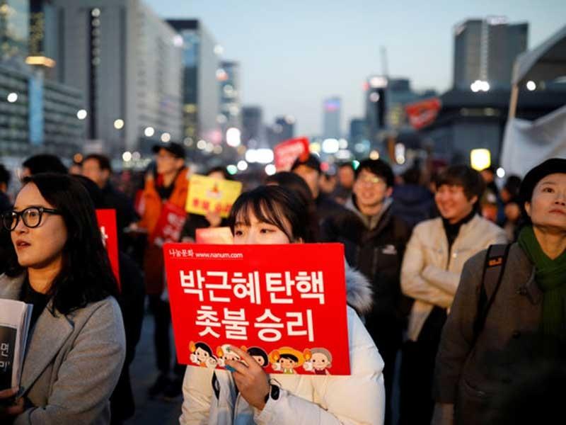 Hàn Quốc biểu tình đòi bắt giam bà Park Geun-hye - ảnh 1