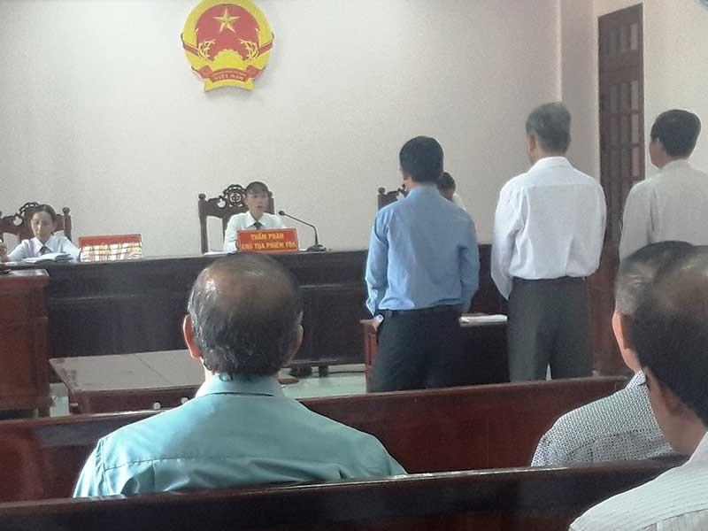 Tòa tuyên hủy cùng lúc... 8 quyết định của UBND - ảnh 1