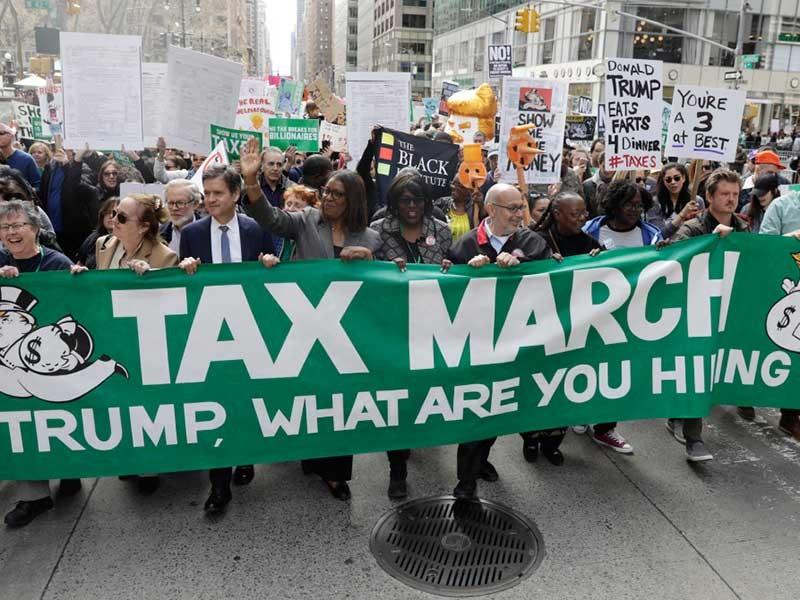 Biểu tình khắp nước Mỹ đòi ông Trump công khai thu nhập - ảnh 1