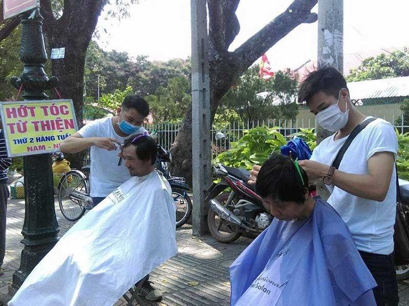 Từ Biên Hòa, anh Tân lên Sài Gòn hớt tóc miễn phí  - ảnh 1