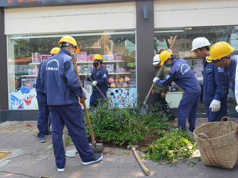 Dân tự nguyện đập bỏ tam cấp lấn vỉa hè - ảnh 1