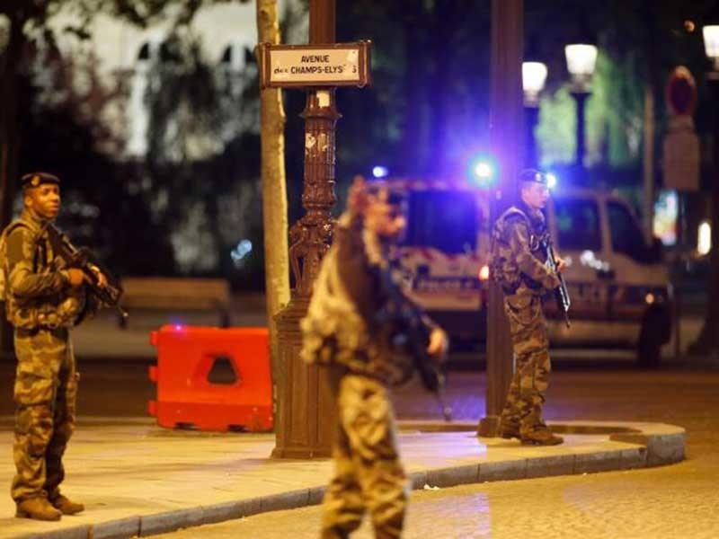 Bóng ma khủng bố sẽ xoay chuyển bầu cử Pháp - ảnh 1