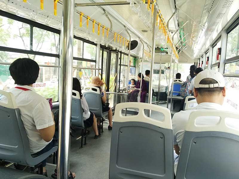 Tranh cãi cho buýt thường đi vào làn buýt nhanh - ảnh 1