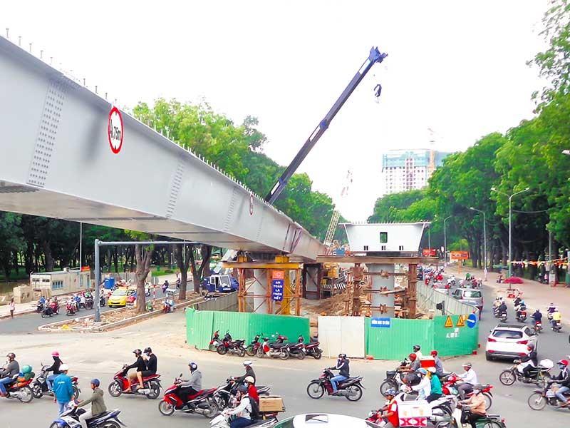 Sắp thông xe hai cầu vượt ở sân bay - ảnh 2