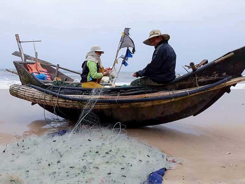 Ám ảnh tàu giã cào trên biển Quảng Trị - ảnh 1