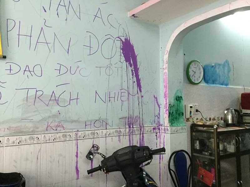 Vẽ bậy lên tường nhà mẹ chồng, coi chừng dính phạt - ảnh 1
