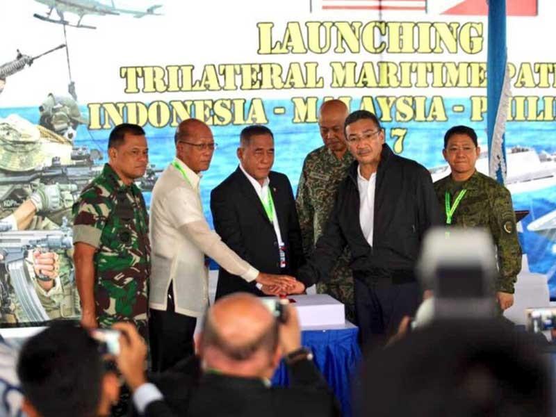 Philippines đạt thỏa thuận ba bên chống khủng bố - ảnh 1
