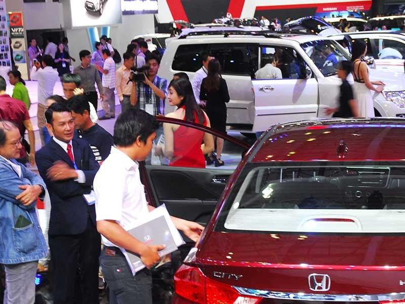 'Móc bóp' thêm trăm triệu khi mua ô tô - ảnh 1